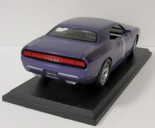 2006 Dodge Challenger Concept Diecast Model Car   118 Scale   Maisto