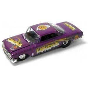 Los Angeles Lakers ERTL 1962 Chevy Bel Air Model Car Toys